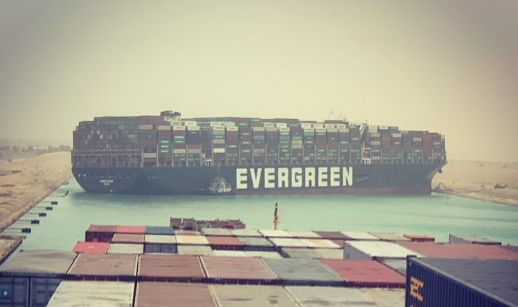 美媒:臺擱淺巨輪開始移動 水路交通即將恢復