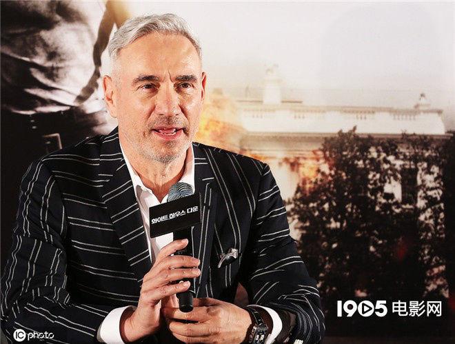 《2012》导演新片将开机 《前任3》于文文加盟