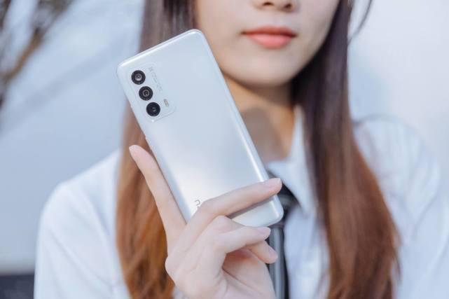 旗舰|寸土寸金的手机尺寸,魅族18这款小屏机型是怎么成为满血旗舰的?