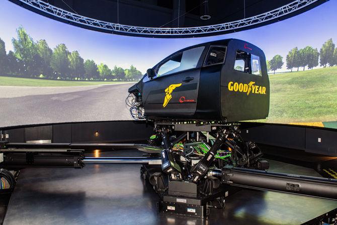 固特異裝配動態駕駛模擬器用於虛擬輪胎開發
