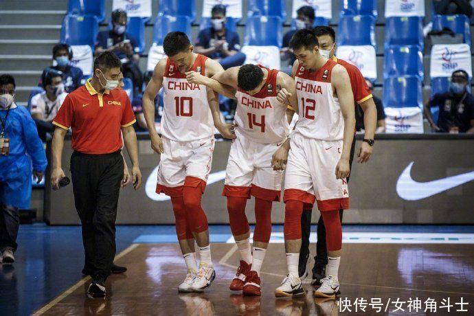 日本打瘋瞭?單節狂飆7記3分,中國男籃開局被轟8-2,杜鋒被激怒