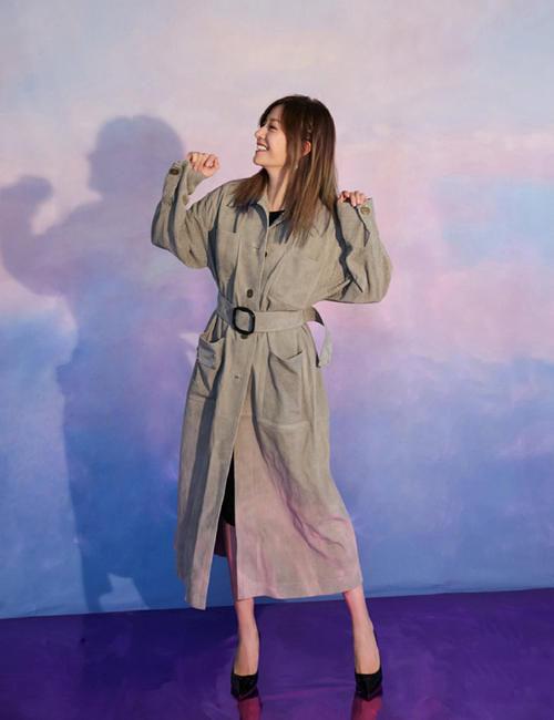赵薇可真酷,穿砖红色夹克套装搭短靴,气质要多好就有多好!