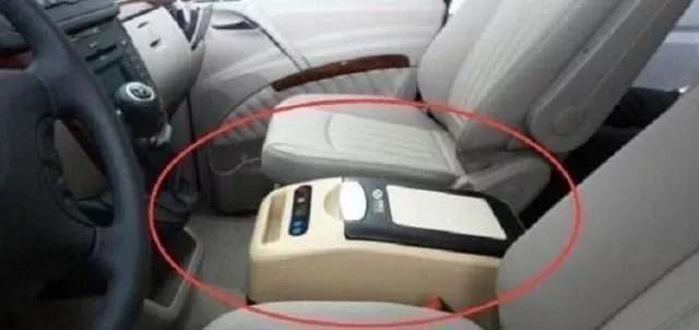 汽車開爛才明白車內扶手可以這樣,內行人天天用,日行千裡不累