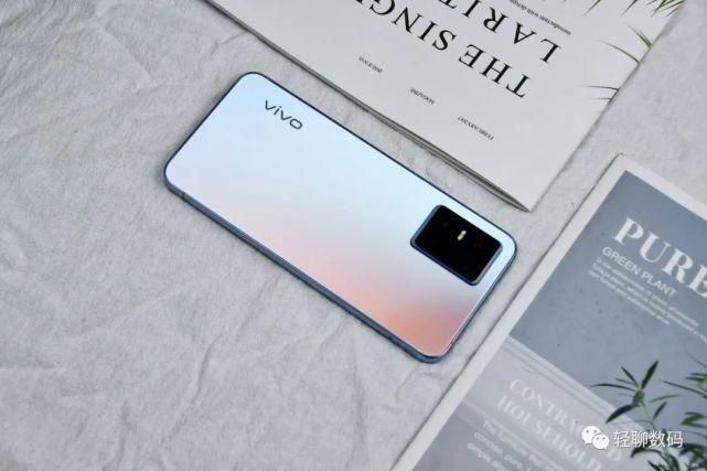 卡针 vivo S10 Pro开箱简评:光致变色,打造专属于你的个性后盖