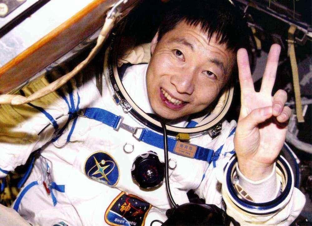 明星八卦|他是中国进入太空第一人,受人敬仰背后,是妻子离职和女儿的离世