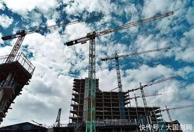 為何現在開發商建造大樓,造到33層就停下瞭?內行人道出瞭實情