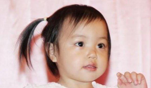 趙薇11歲女兒小四月近照:長發及腰五官靈動,顏值不輸昔日小燕子