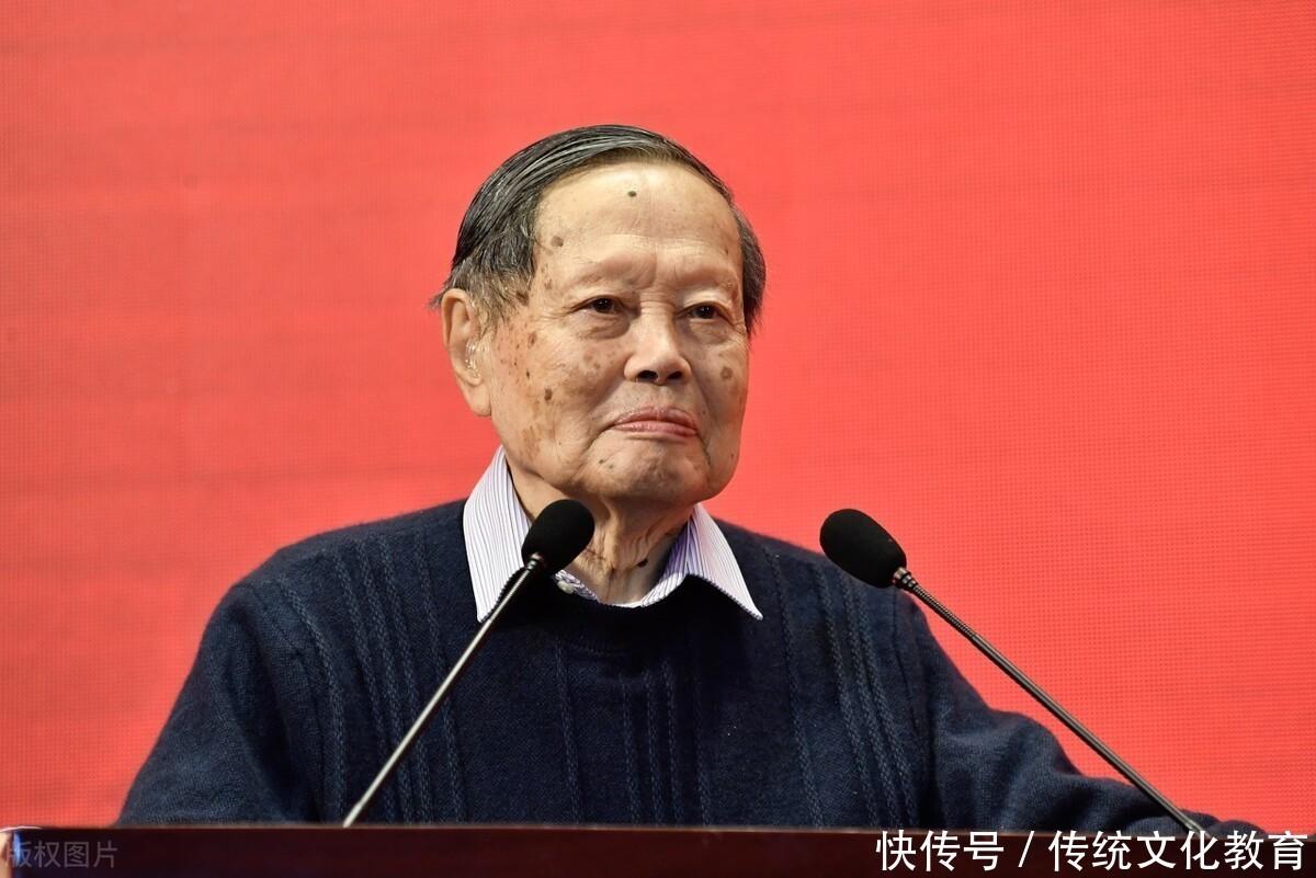 中国 杨振宁教授比较中美教育