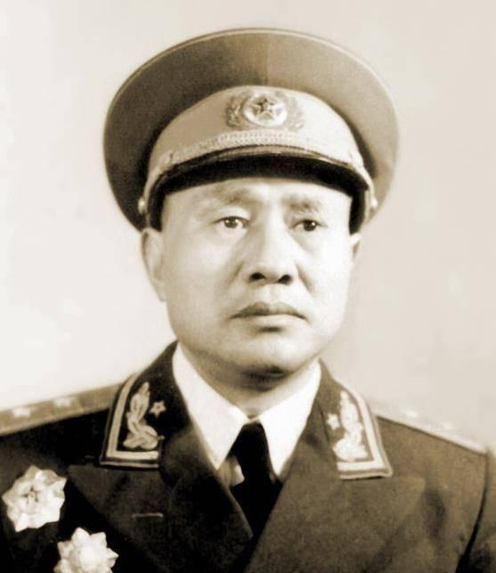 这个纵队的前后两任司令员,都是中将,副司令员却成了上将