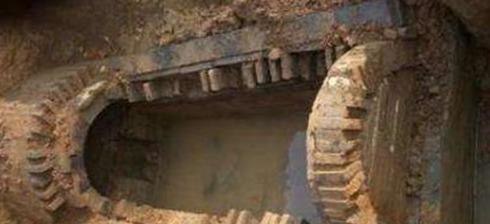 朱元璋|考古专家在古墓中发掘到价值十亿的文物,盗贼:我以为是现代品