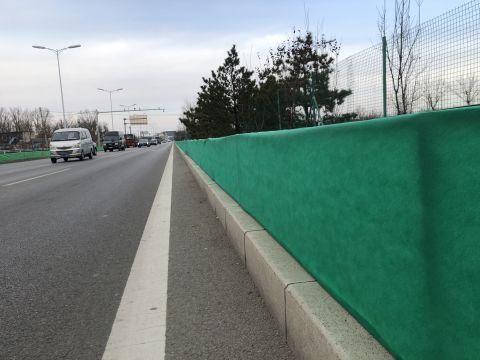 """公路绿化植物本月将全部穿上防寒防盐""""冬衣"""",暖暖过冬!"""