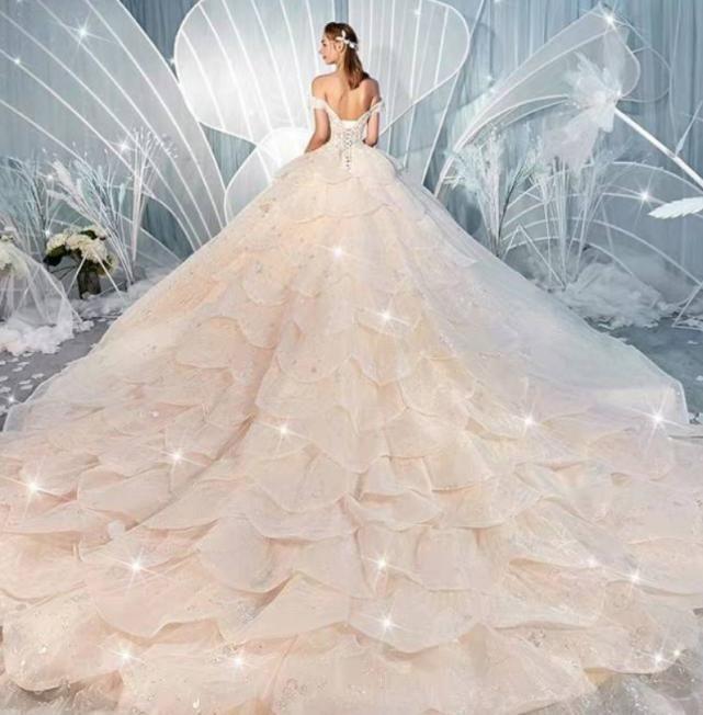 心理測試選擇一件你認為最美的婚紗,測你哪方面是最讓人嫉妒的