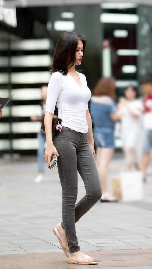 牛仔裤也要用心搭配,夏天这样穿,休闲靓丽又耐看