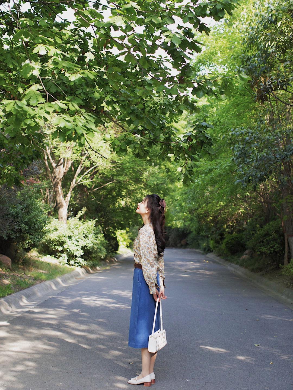 搭配 秋季,小个子怎么穿才洋气?穿格子连衣裙复古时髦,公主范十足