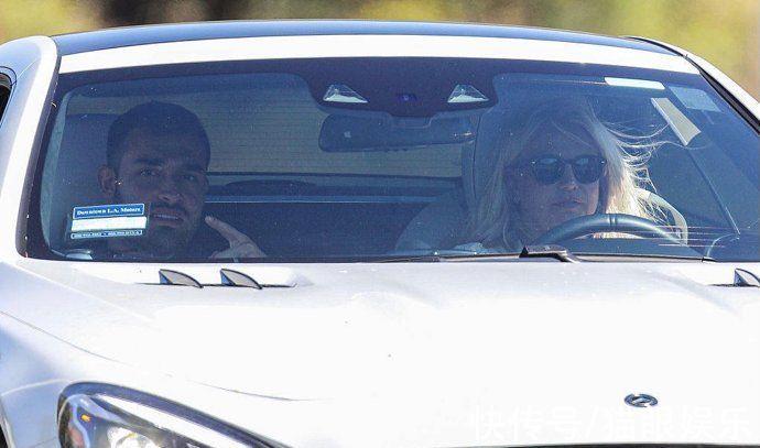 天后布兰妮订婚后现身,甘为未婚夫当司机,隔着屏幕都感受到开心