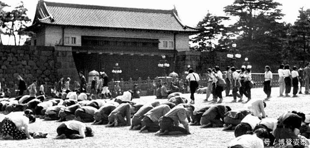 宣读|日本天皇宣读投降诏书时,连日本人都听不懂他在说什么,原来如此