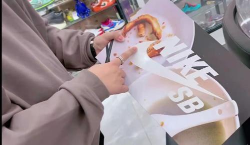 """與中國六城小吃""""聯名""""的它,鞋盒都賣到1萬塊,有人買瞭還不穿出去"""