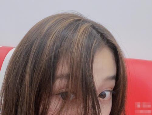 鞠婧禕「發縫消失」火了,當關曉彤梳了之後,才知發量的差距