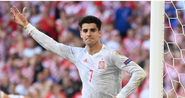 超级大战|欧洲杯超级大战,一人无惧意甲后卫群,西班牙核心欲复制哈维纪录