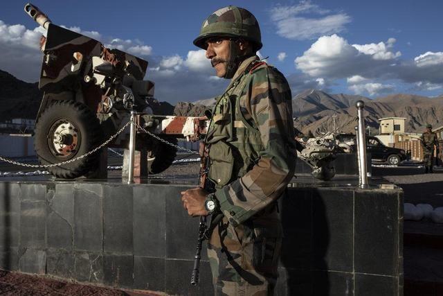 """在邊境""""對抗""""中國,印度催促俄羅斯交付S-400,美國警告也沒用"""