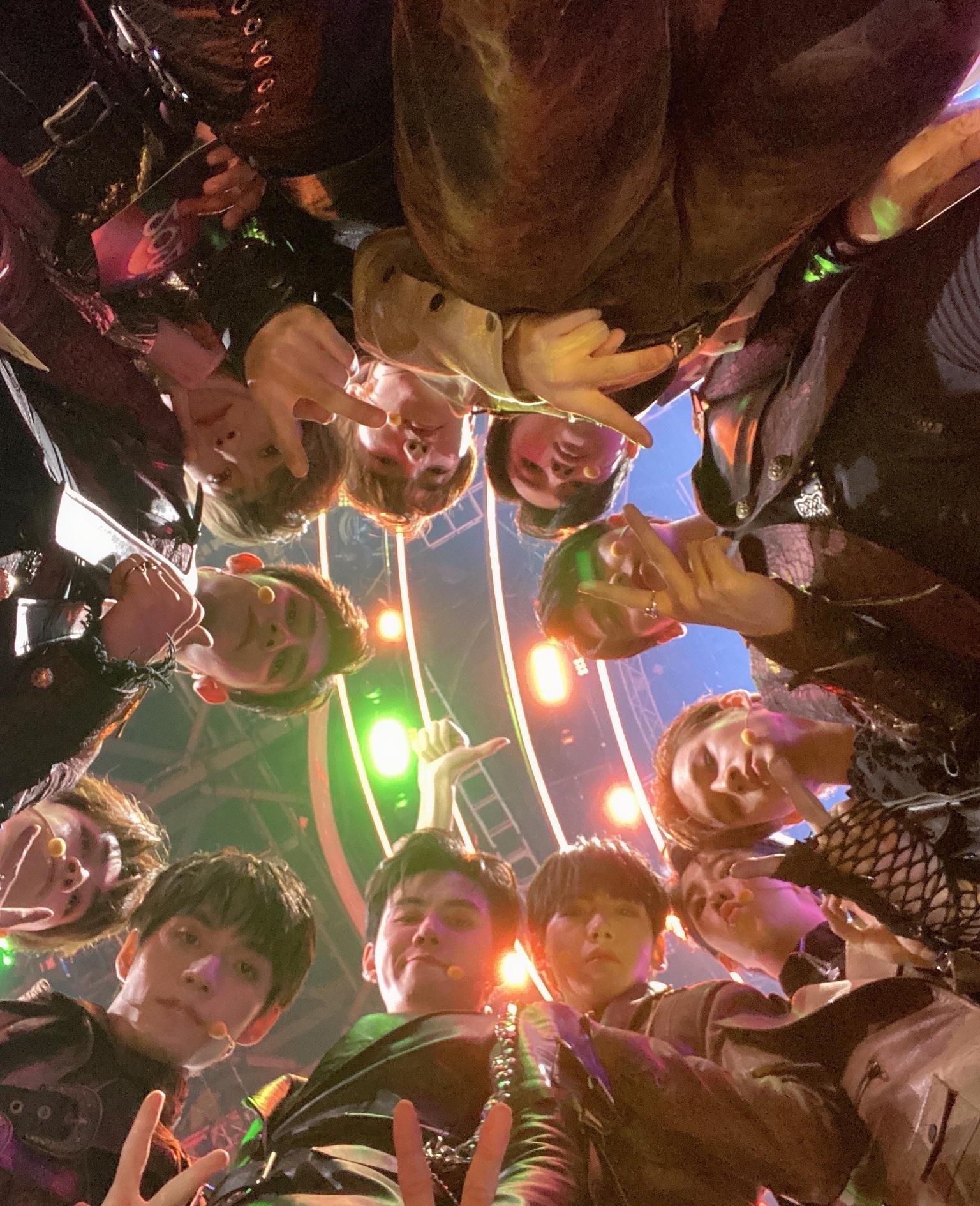 塌房男團r1se解散演唱會上,任豪作妖不斷?抄襲EXO組合口號