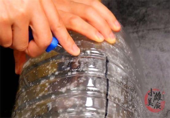 实用 空油桶如何装鸡蛋,姑娘教我小妙招,没想到这么简单,太实用了