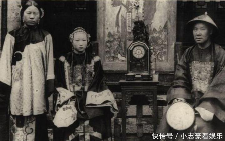 晚清大臣和妻妾老照片:衙门公堂威武霸气,原配小妾美丽惊艳!