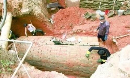 福建一小区挖出唐朝墓,一特殊原因墓中充满毒气,考古队冒死下墓