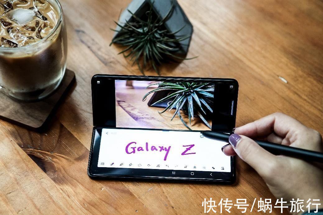 折叠屏|折叠屏手机没有市场?三星产品全新上市,1个月售出100万台