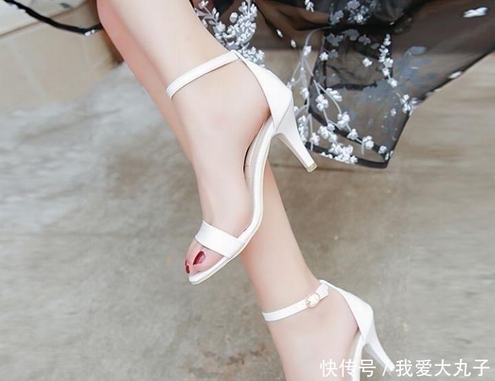 女人如果過瞭40,瞧瞧高跟鞋,性感優雅,不聲不響美翻天