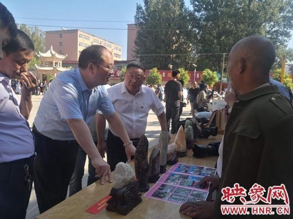 鲁山县仓头乡举办消费扶贫活动