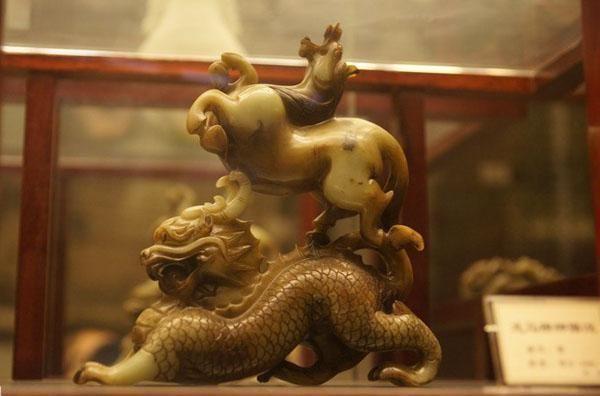 中国小伙继承英国庄园,竟挖出十万件中国稀有文物,估值数十亿
