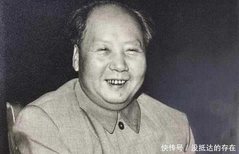 毛主席喜抽烟,爱吃辣,为何却很少喝酒原因很简单