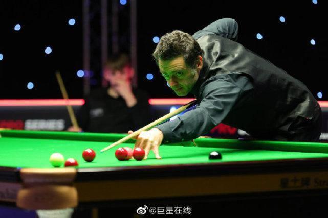 中國名將2-0擊敗奧沙利文,呂昊天轟77+55分,2-0「復仇」大黑馬