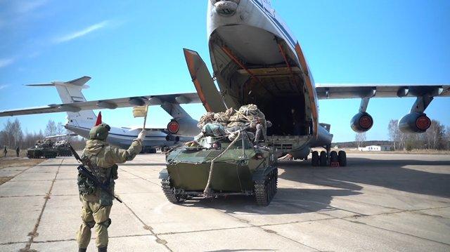 俄防长下达撤军命令,俄乌边境要恢复平静?事情远不止如此。