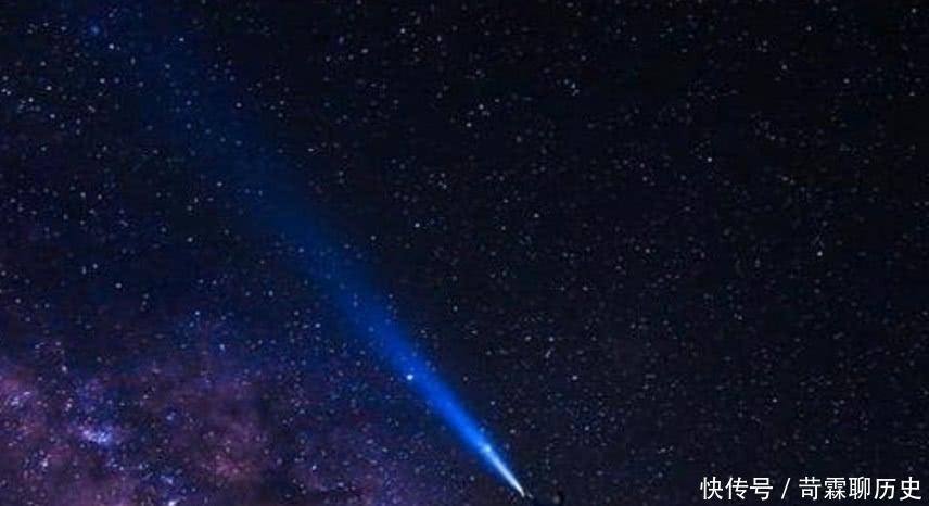 关掉 用手电筒朝着天上照射一秒就关掉,手电光去哪了?会跑出太阳系吗?