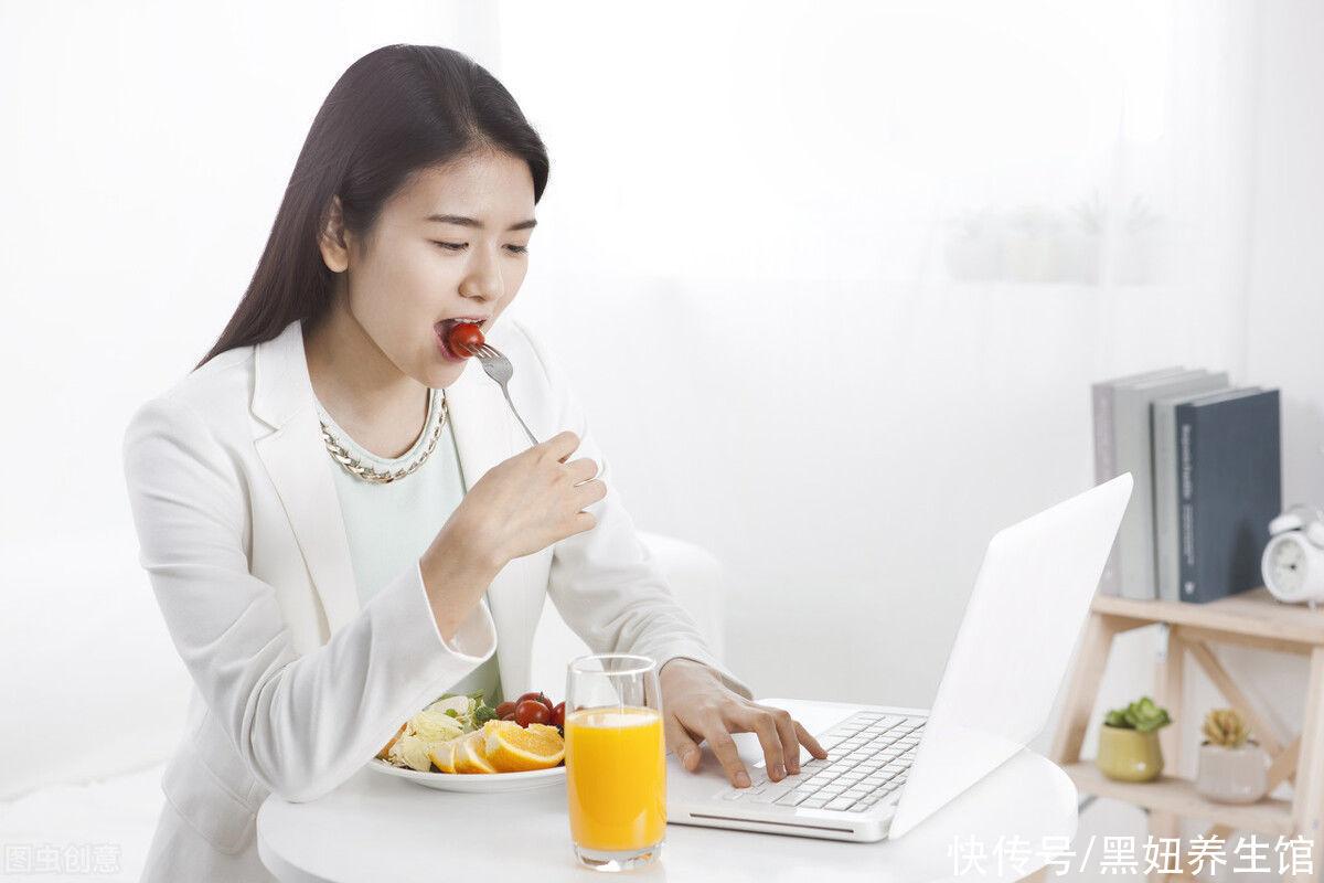 """喝牛奶 怎样才能正确""""养胃""""?要避免这5个误区,否则得不偿失"""