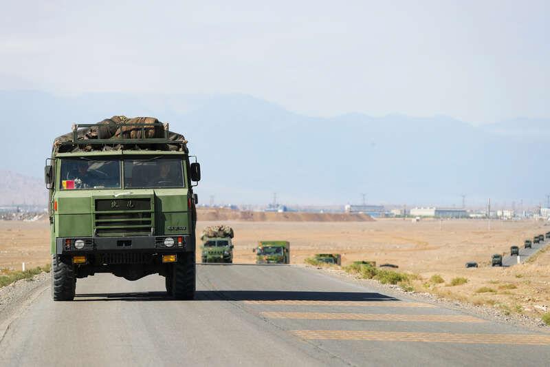 超燃!第73集團軍某旅開展跨晝夜實彈戰術演練