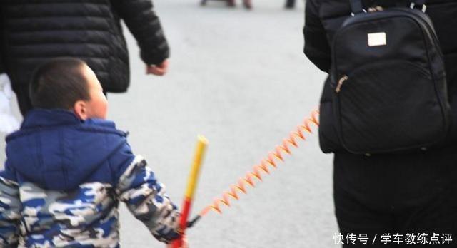 """4岁男童落入人贩子手,孩子喊出""""2个字"""",吓跑人贩子机智自救!"""