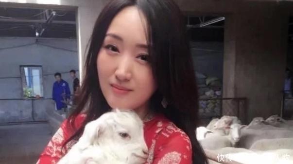 48歲甜歌天後楊鈺瑩,近照曝光臉部僵硬,胖瞭一大圈認不出!