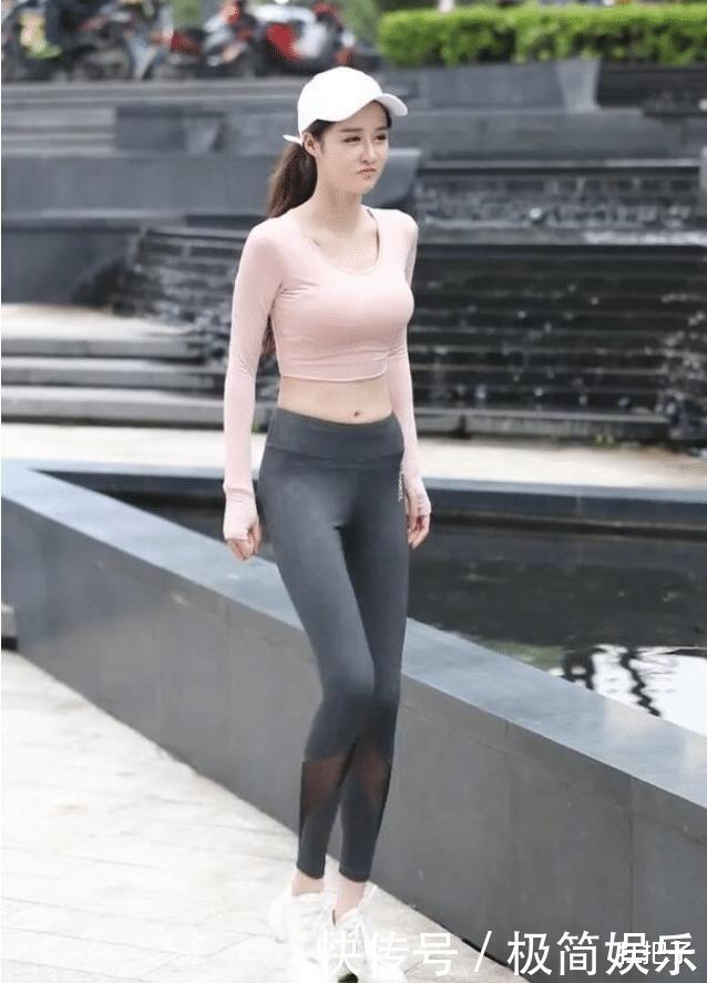 """贵妇的""""无痕裤""""缝了两块布,没实力,都不敢这么穿"""