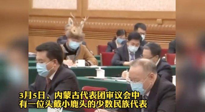 """少數民族代表頭戴""""小鹿頭"""",可可愛愛萌翻網友!這帽子什麼來頭?"""