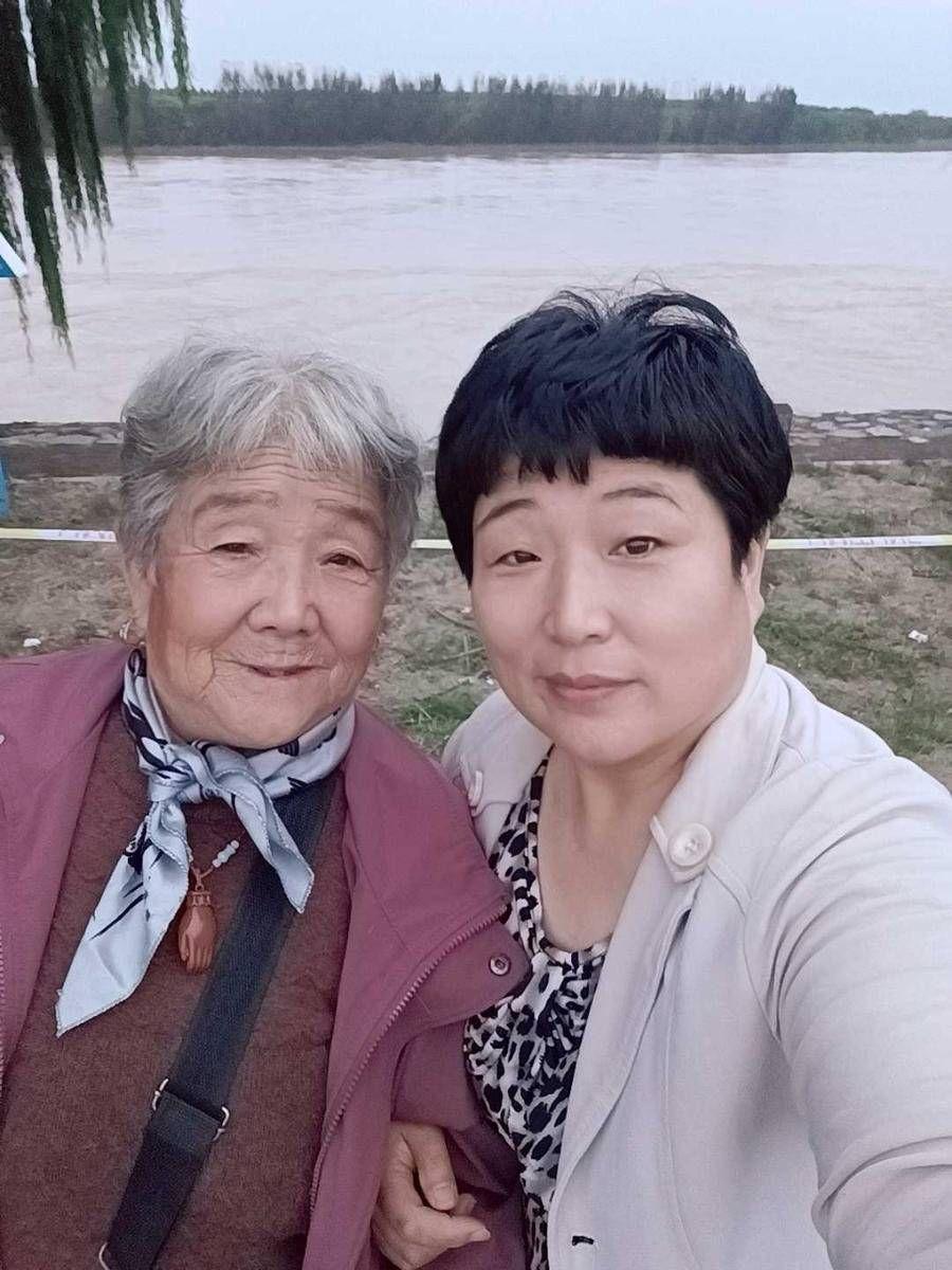 """重阳节 家有宝藏老人 74岁老妈智能手机用的溜,人送外号""""活地图"""""""