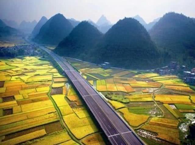 """沿途 中国美如""""仙境""""的高速公路,沿途风光不输5A,不是川藏线"""