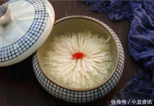日本廚師豆腐切成花,中國廚師笑了把剛「織好」的白蘿蔔拿上來
