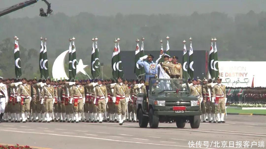 """巴基斯坦國慶日閱兵,""""梟龍""""亮相"""
